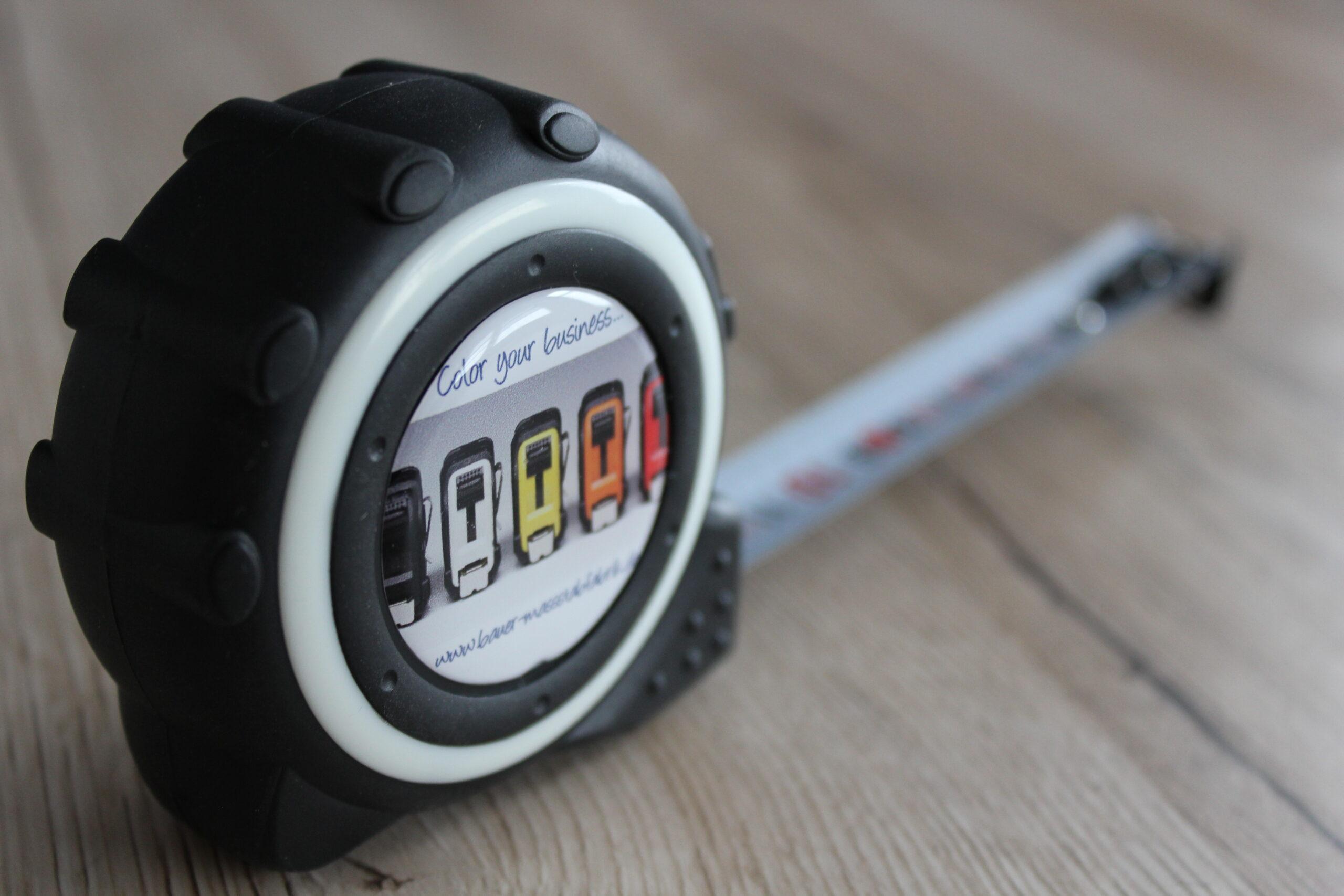 Preis-/Leistungsschlager - das RBM 650 in eleganter Optik  mit Nylonmaßband und beidseitiger Skalierung 1x Horzinzontalmessung, 1 x Vertikalmessung - veredelbar mit Ihrem Werbedoming