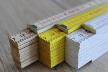 Buchenholz mit innenliegenden Stahlfedergelenken und Winkelgradanzeige - perfekt für vollflächige Drucke