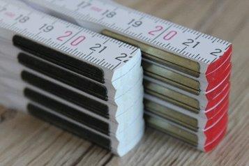 Zollstock mit außenliegenden Metallbeschlägen - versteckte Nieten - 2. Qualitätsstufen Buche und Glasbirke - Druckfläche ca. 130 x 27 mm