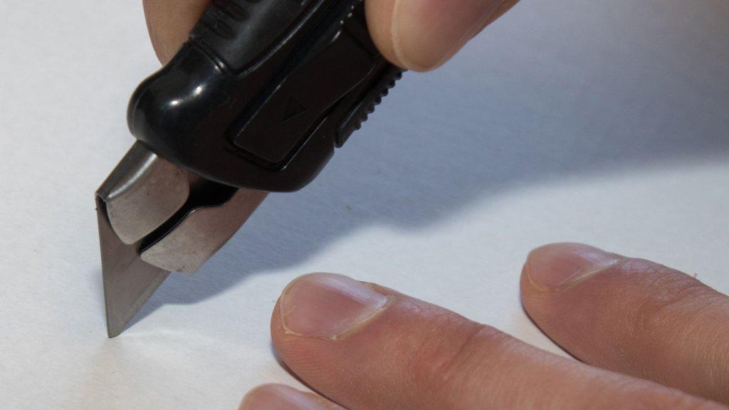 Bauer Maßstabfabrik - Hersteller von Zollstöcken und Messwerkzeugen - Cuttermesser CM2300