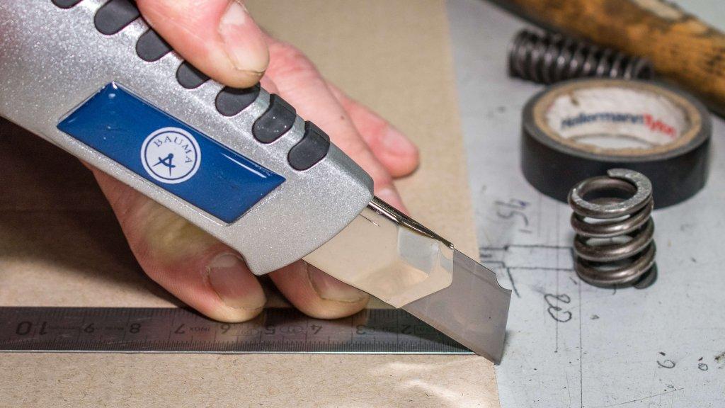 Bauer Maßstabfabrik - Hersteller von Zollstöcken und Messwerkzeugen - Cuttermesser CM4200
