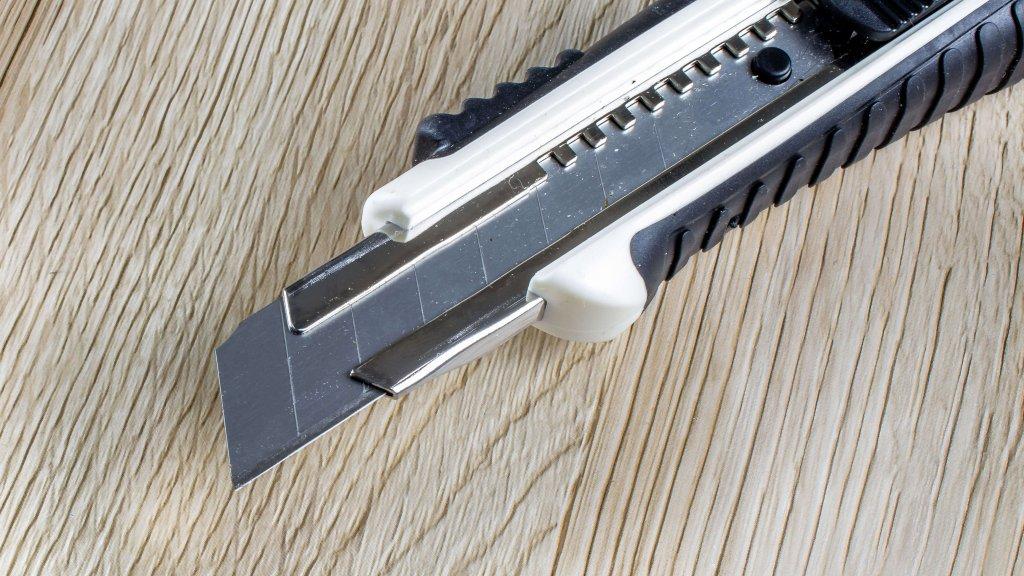 Bauer Maßstabfabrik - Hersteller von Zollstöcken und Messwerkzeugen - Cuttermesser CM6200