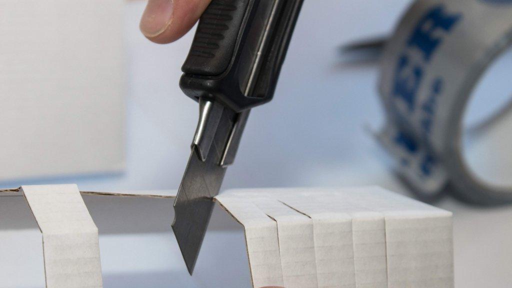 Bauer Maßstabfabrik - Hersteller von Zollstöcken und Messwerkzeugen - Cuttermesser CM8200