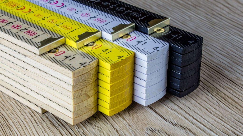 Zollstock aus Buchenholz mit innenliegenden Kunststoffbeschlägen - 180 Winkelgradanzeige - perfekt für vollflächigen Druck